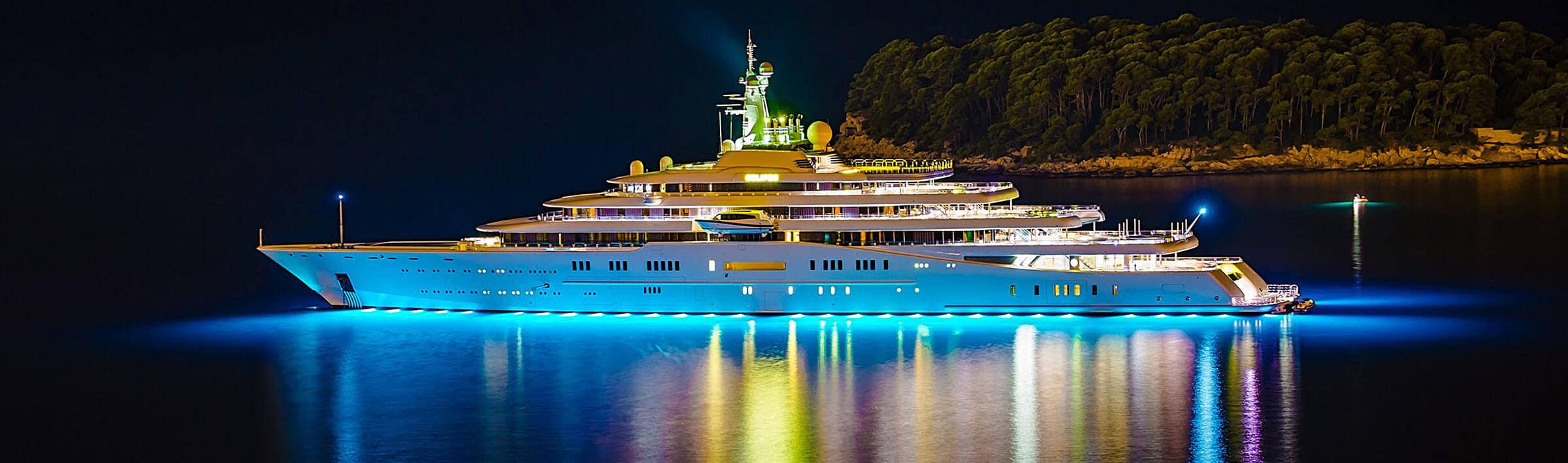 Private yacht Eclipse at sea